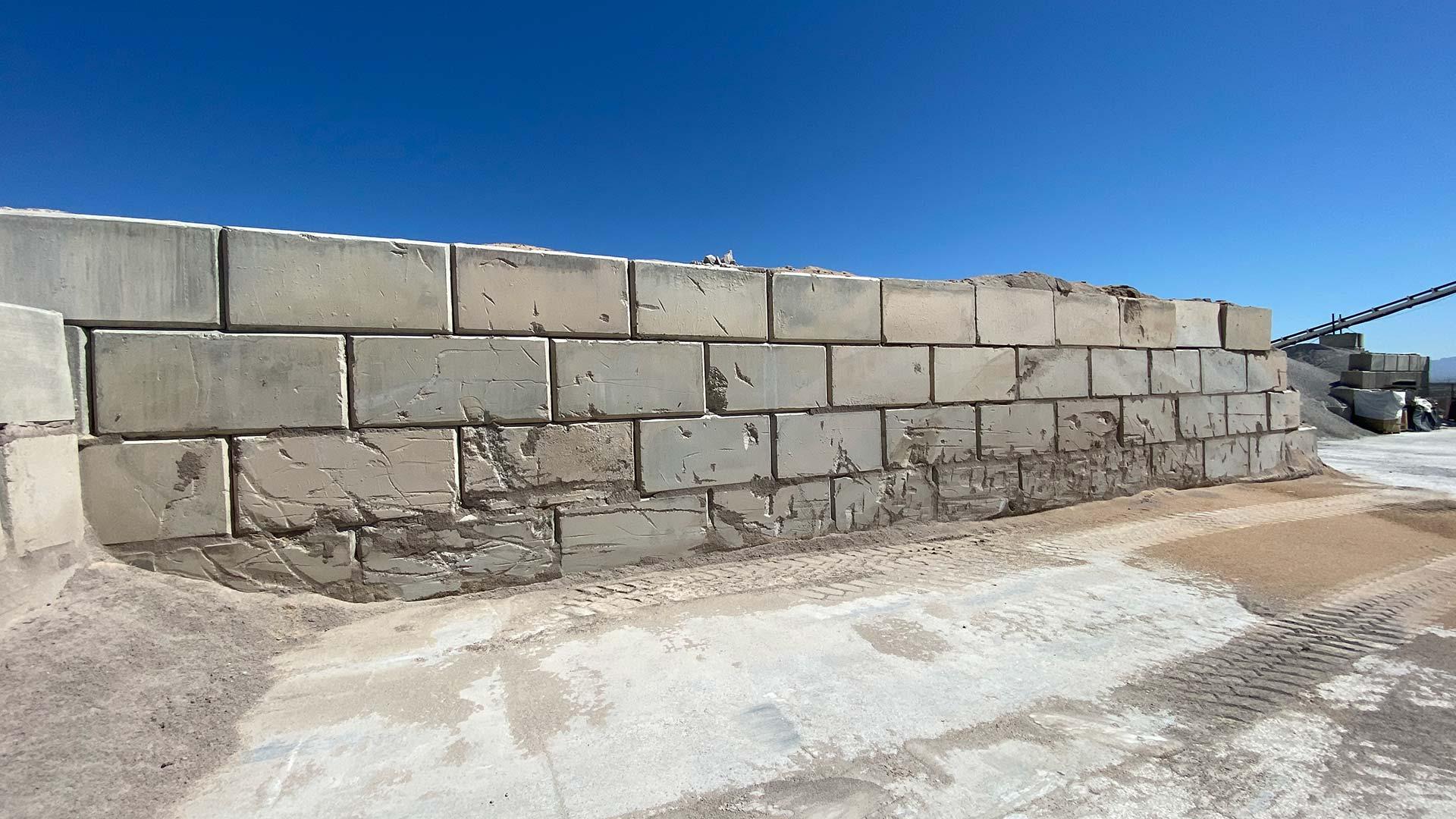 Wall-Block
